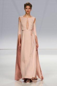 Шелковое платье бежевое