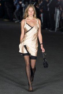 Шелковое платье в бельевом стиле