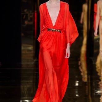 Шелковое платье с декольте