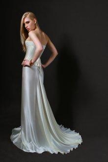 Шелковое платье с корсетом