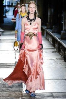 Шелковое платье с воланами