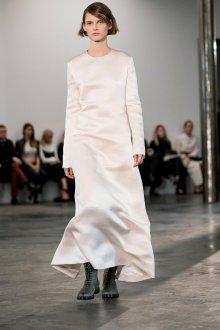 Шелковое платье в стиле минимализм