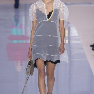 Шелковое платье с накидкой