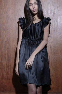 Шелковое платье с рюшами