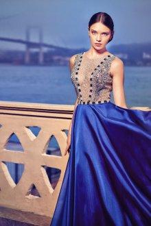 Платье с шелковой юбкой