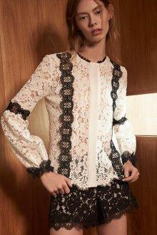 Кружевная блузка с декором