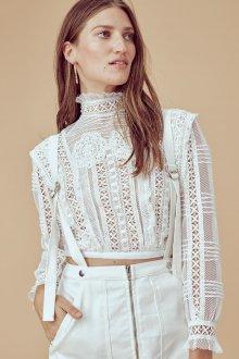 Кружевная блузка короткая
