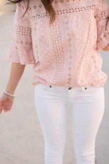 Кружевная блузка светлая