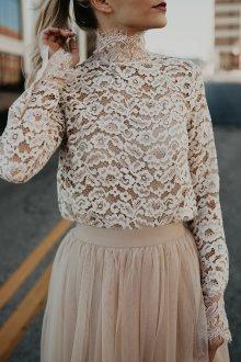 Кружевная блузка с юбкой