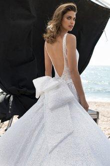 Пышное свадебное платье с бантом