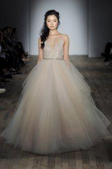 Пышное свадебное платье бежевое