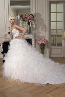 Пышное свадебное платье белое со шлейфом