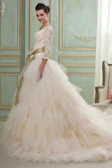 Пышное свадебное платье с бусинами