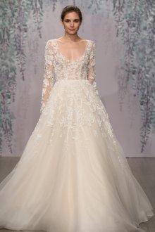 Пышное свадебное платье с декором