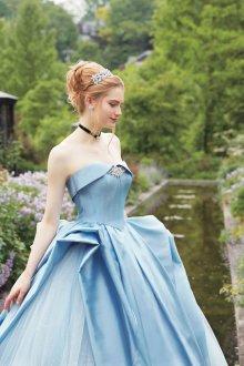 Пышное свадебное платье голубое
