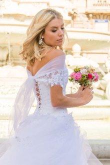 Пышное свадебное платье голубого цвета