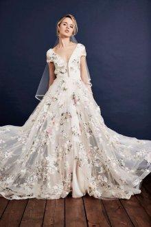 Пышное свадебное платье с коротким рукавом