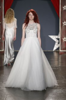 Пышное свадебное платье с декором на лифе