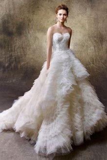 Пышное свадебное платье с оборками