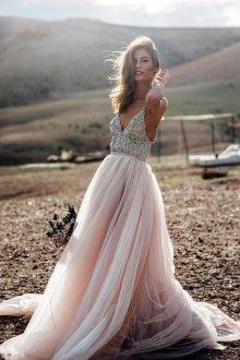 Пышное свадебное платье пудровое