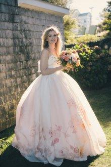 Пышное свадебное платье с рисунком