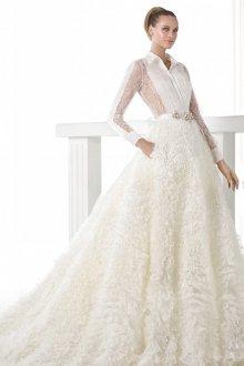 Пышное свадебное платье с рюшами