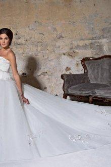 Пышное свадебное платье с серебряным декором
