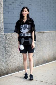 Черные кеды с шортами