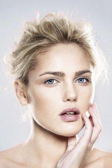Нюдовый макияж голубых глаз