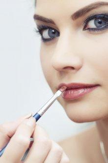 Нюдовый макияж губ