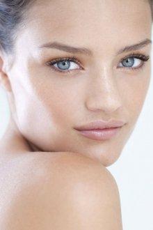 Нюдовый макияж в светлых тонах