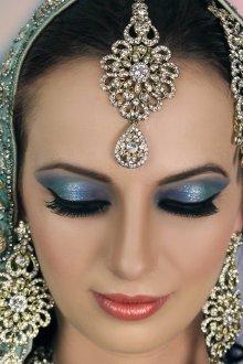 Восточный макияж блестящий