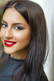 Восточный макияж с красными губами