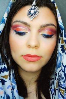 Восточный макияж разноцветный