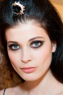 Восточный макияж с накладными ресницами