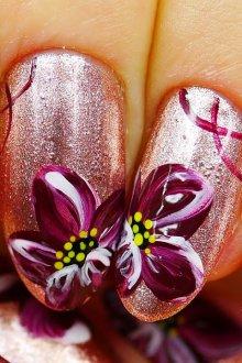 Бордовый нейл арт с цветами