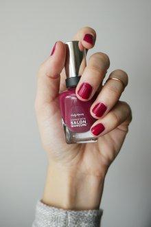 Бордовый маникюр на короткие ногти