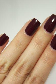 Бордовый маникюр темный на квадратные ногти