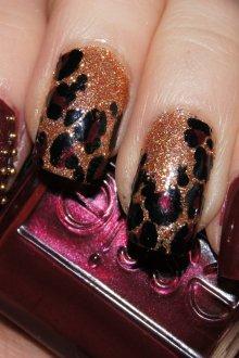 Бордовый маникюр с леопардовым принтом