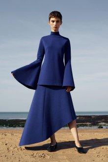 Расклешенное платье асимметричное