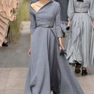 Расклешенное платье длинное