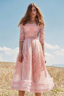 Расклешенное платье миди