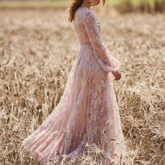 Расклешенное платье розовое