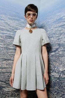 Расклешенное платье серое