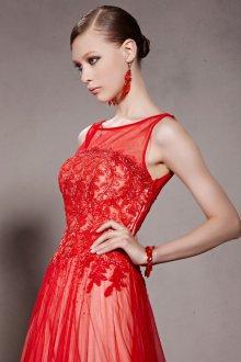 Платье с фатином красное