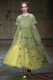 Платье с фатином модные