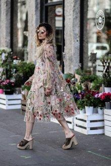 Платье с фатином и вышивкой