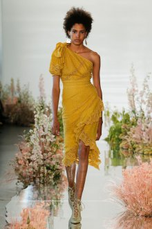 Платье с воланами ажурное