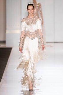Платье с воланами и бахромой