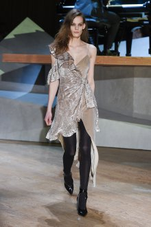 Платье с воланами бархатное